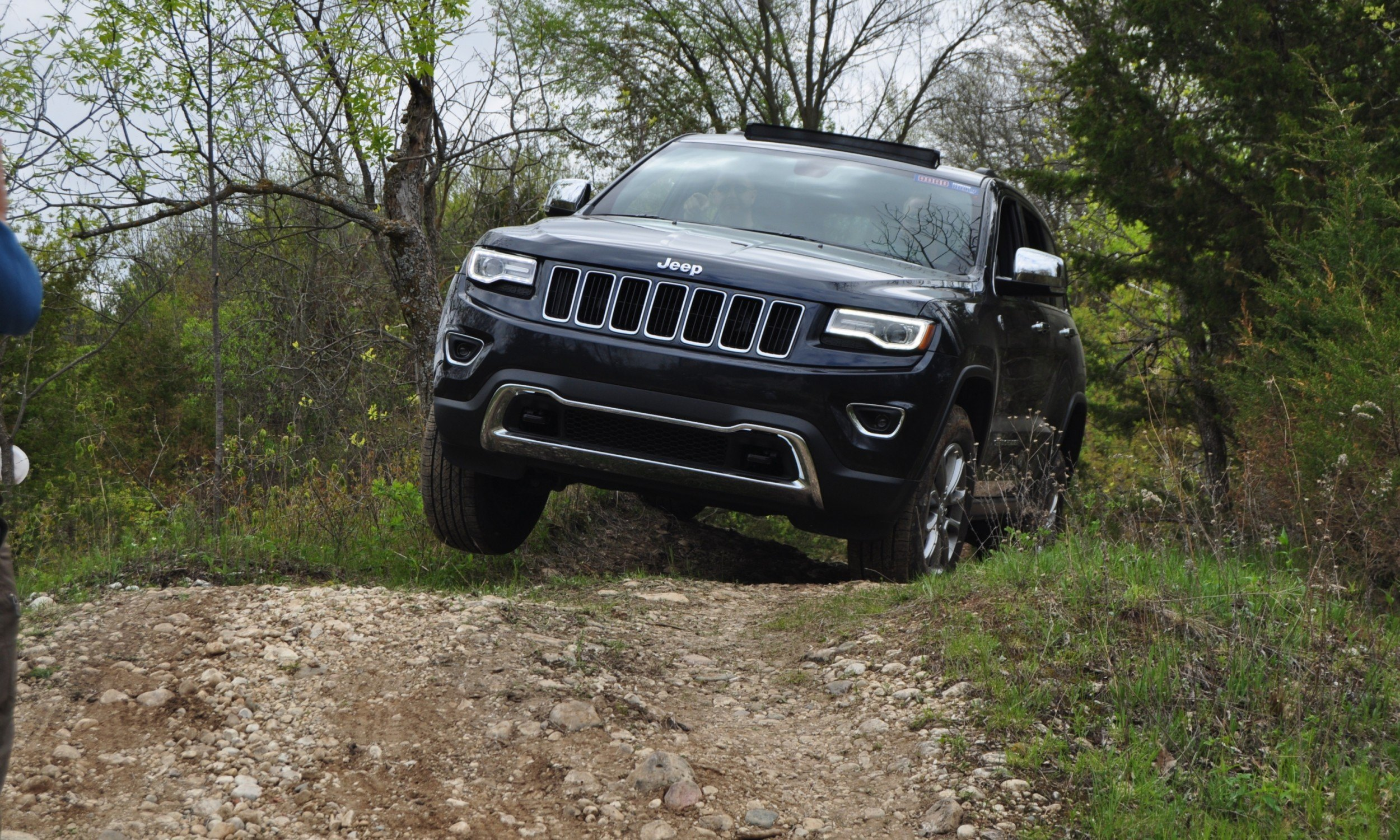 2014 jeep grand cherokee shows skills off road. Black Bedroom Furniture Sets. Home Design Ideas