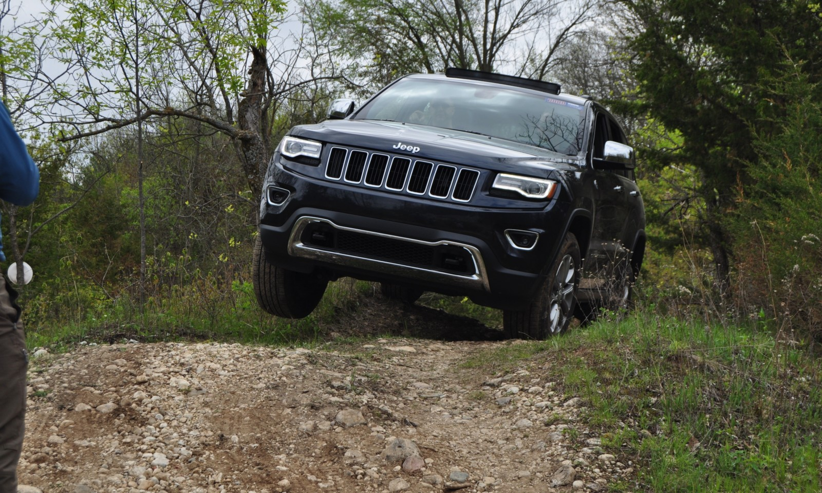 2014 jeep grand cherokee shows its trail rated skills off road 43. Black Bedroom Furniture Sets. Home Design Ideas