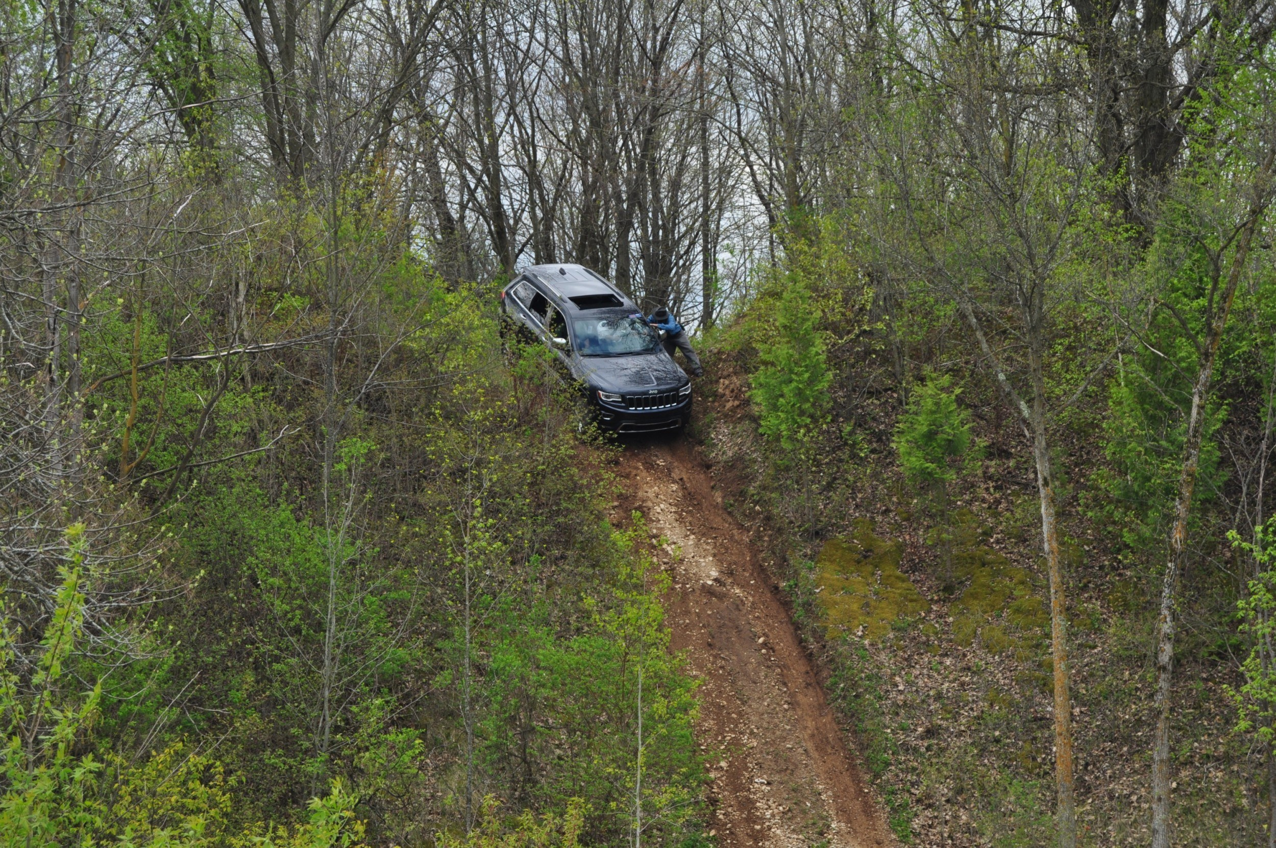 2014 Jeep Grand Cherokee Shows Its Trail Rated Skills Off-Road 7
