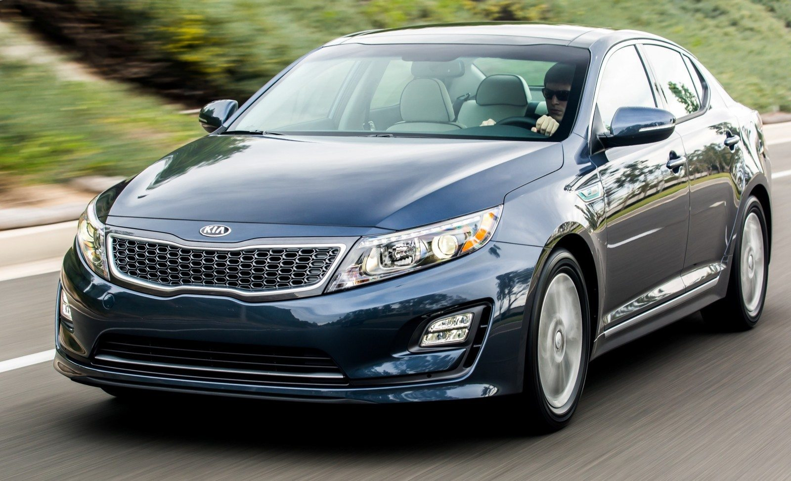 2014 Kia Optima Hybrid Updated With New Grille and LEDs Front and Rear - Specs, Features and Pricing 1