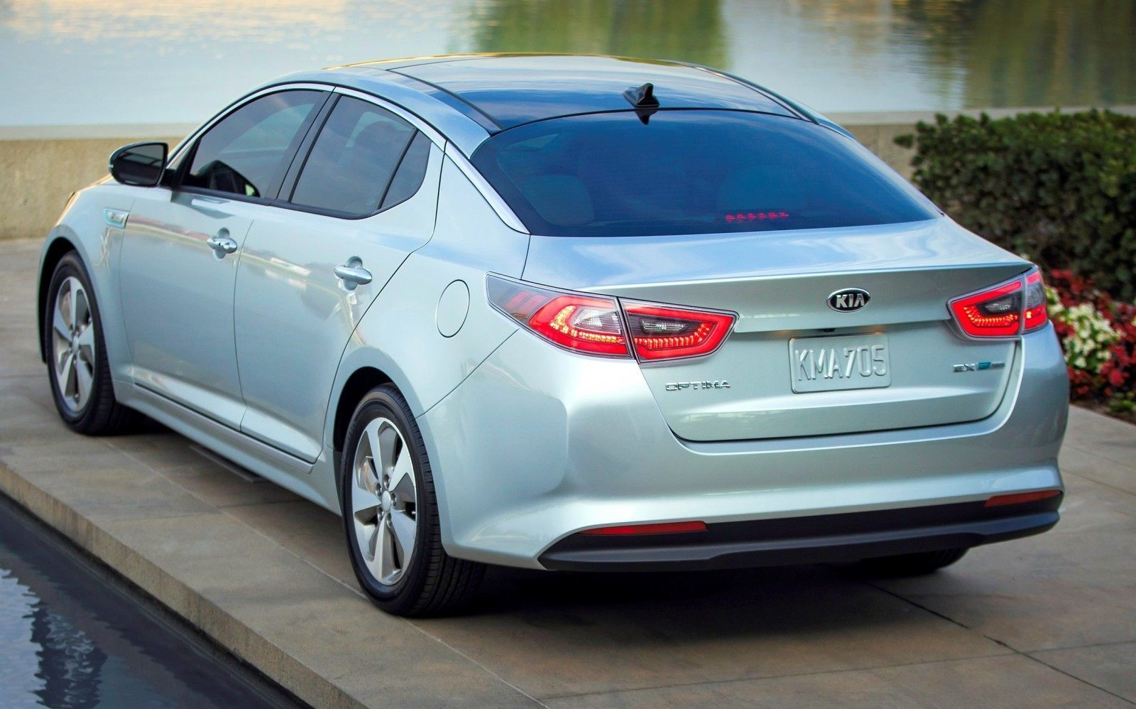 2014 Kia Optima Hybrid Updated With New Grille and LEDs Front and Rear - Specs, Features and Pricing 18