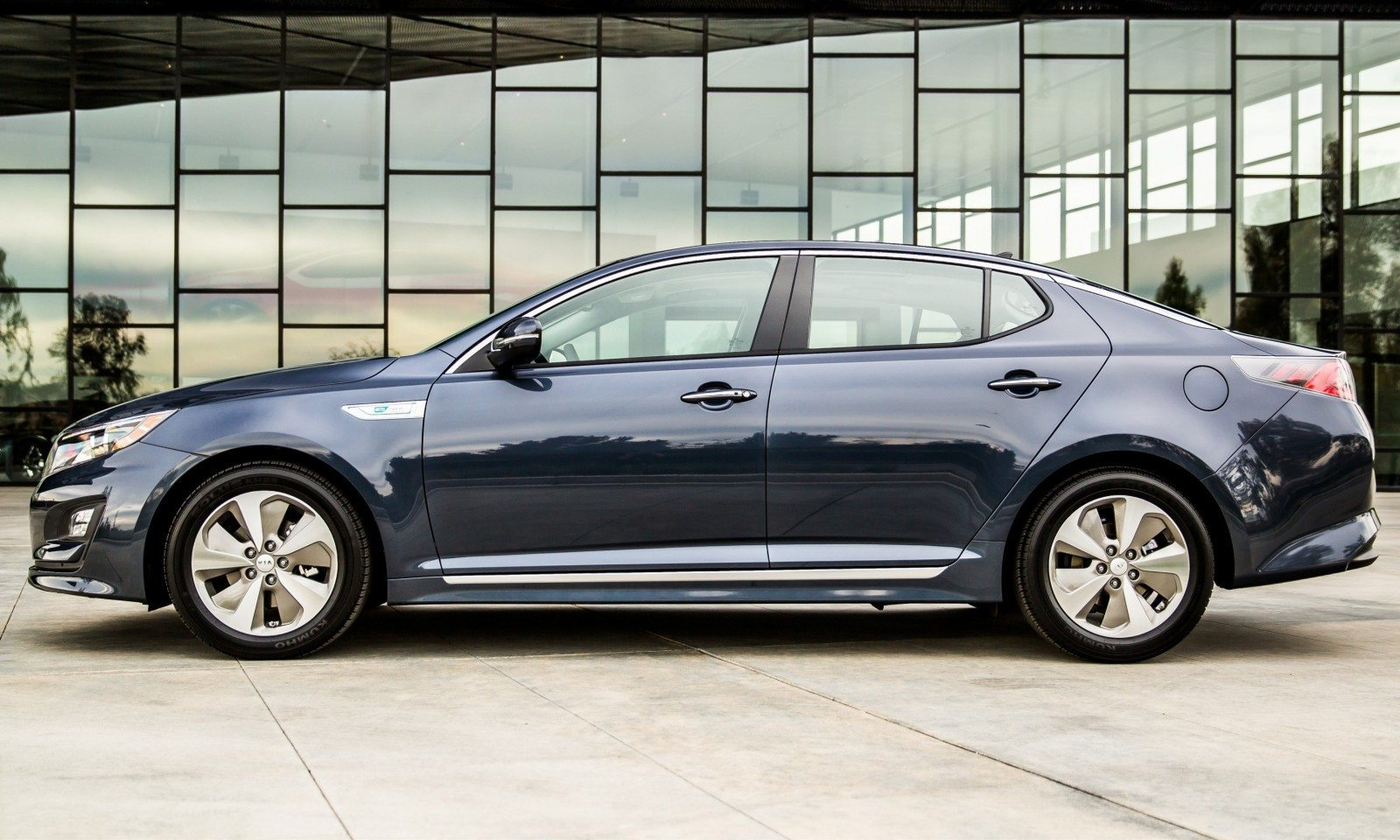 2014 Kia Optima Hybrid Updated With New Grille and LEDs Front and Rear - Specs, Features and Pricing 9
