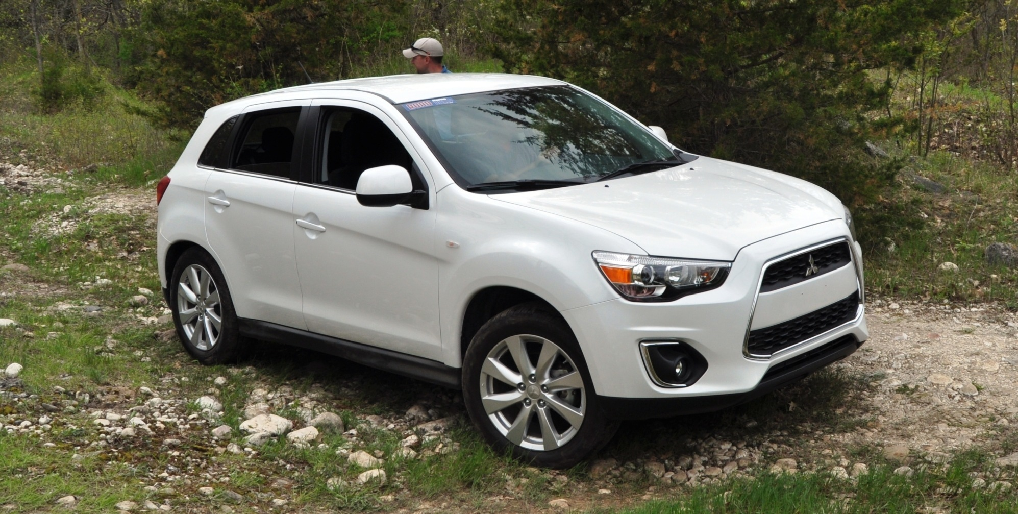 2015 mitsubishi outlander sport revamped with cool led running lights extra mpgs and quieter cabin. Black Bedroom Furniture Sets. Home Design Ideas