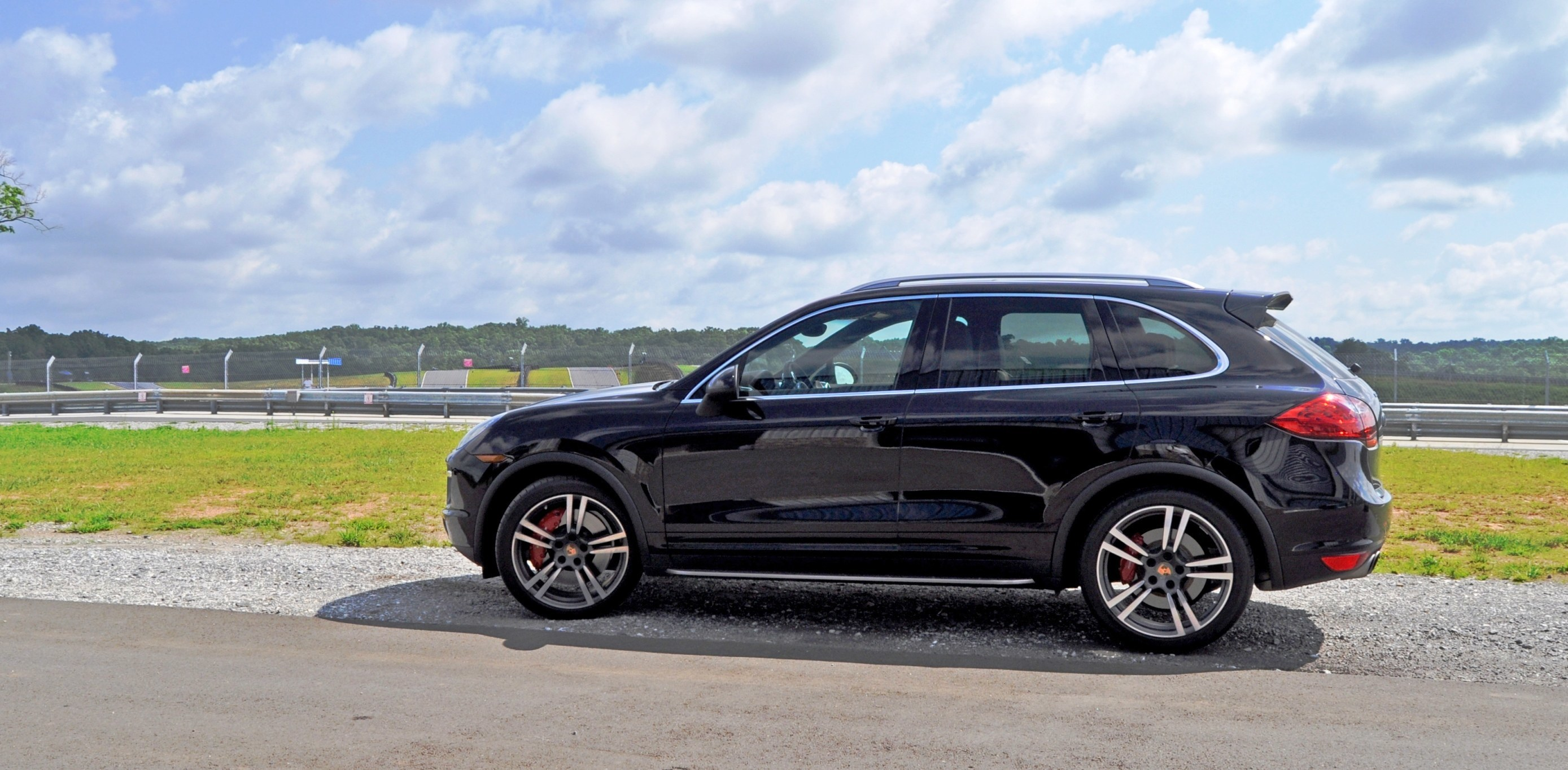 2014 porsche cayenne turbo 52. Black Bedroom Furniture Sets. Home Design Ideas