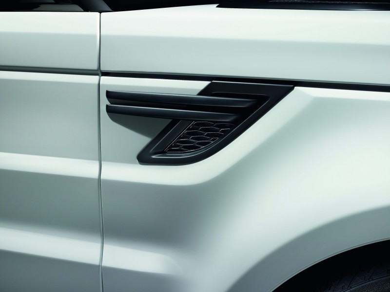 2014 Range Rover Sport Stealth Pack Brings Black 21s or 22-inch Wheels 2