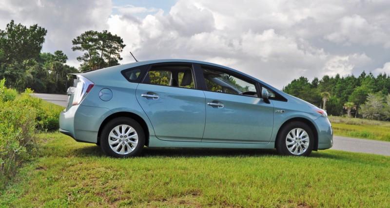 2014 Toyota Prius Plug-in Hybrid 14