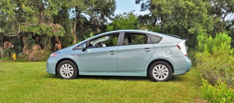 2014 Toyota Prius Plug-in Hybrid 16