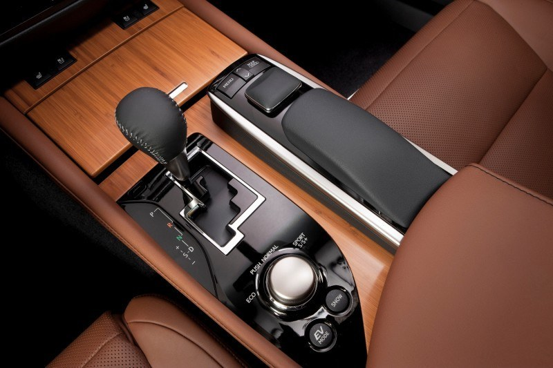 2014_Lexus_GS_450h_019