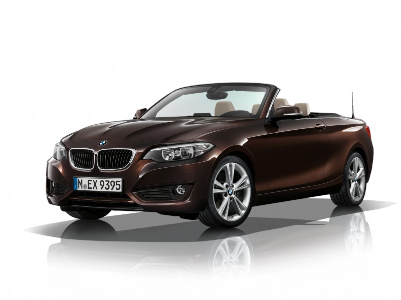 2015 BMW 228i and M235i Convertibles Make Tail-Out, Top-Down World Debut 1
