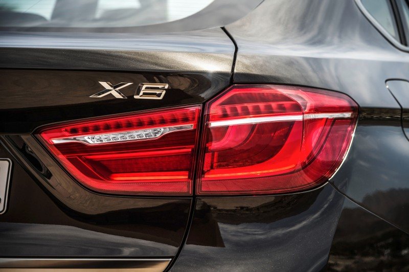 2015 BMW X6 Debuts Tech-tastic 445HP xDrive50i and New Rear-Drive sDrive35i 28