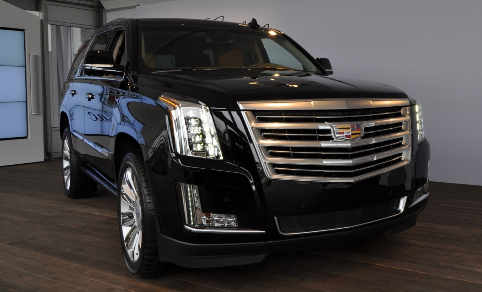 2015 Cadillac Escalade Platinum and Standard Model Unveiled for Pebble Beach 16