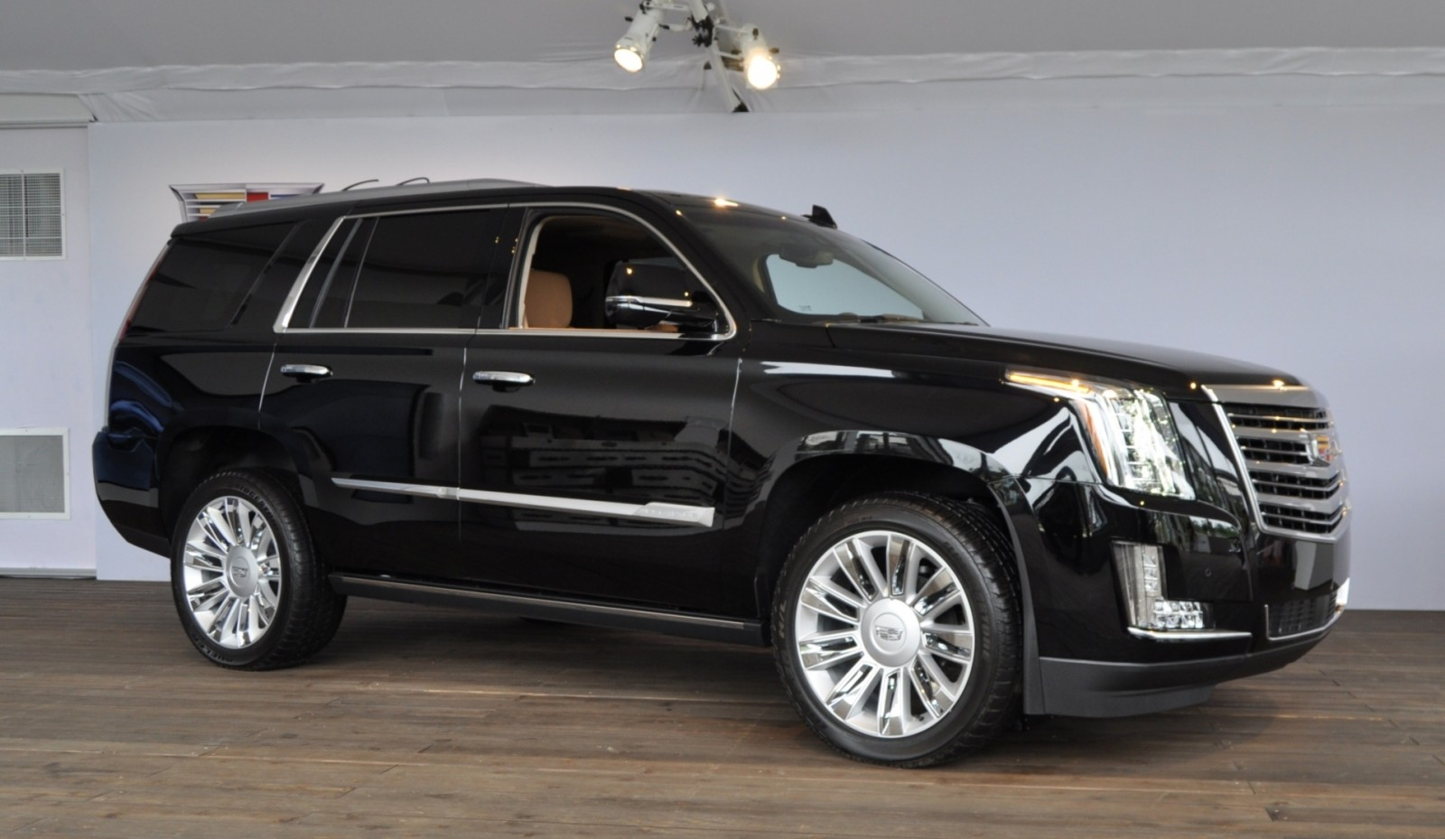 2015 Cadillac Escalade Platinum and Standard Model Unveiled for Pebble Beach 18