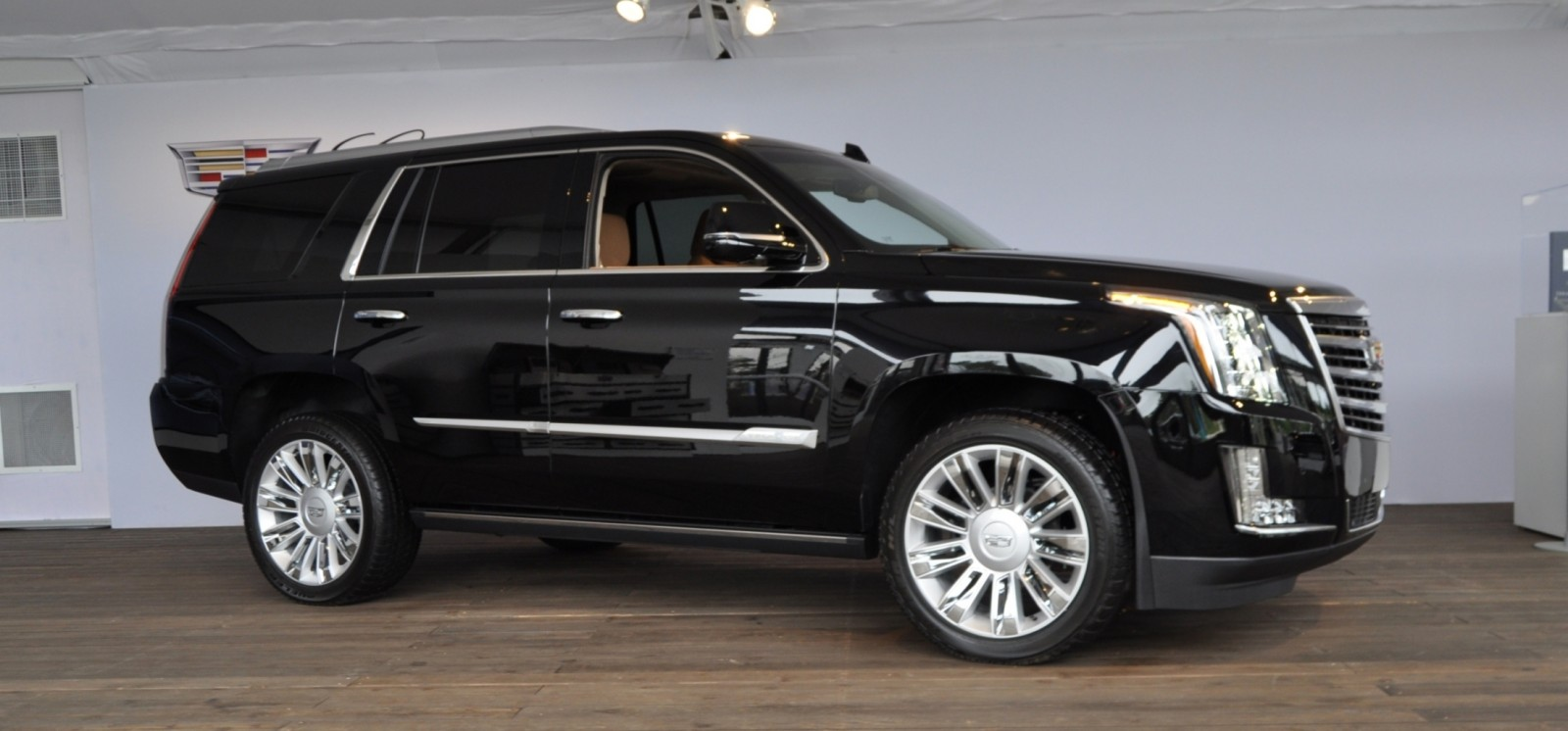 2015 Cadillac Escalade Platinum and Standard Model Unveiled for Pebble Beach 19