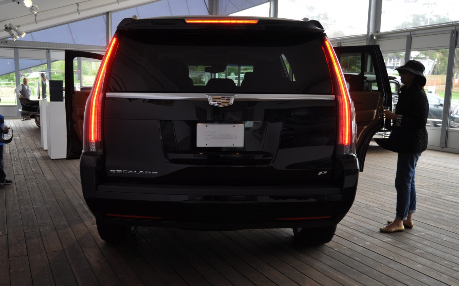 2015 Cadillac Escalade Platinum and Standard Model Unveiled for Pebble Beach 26