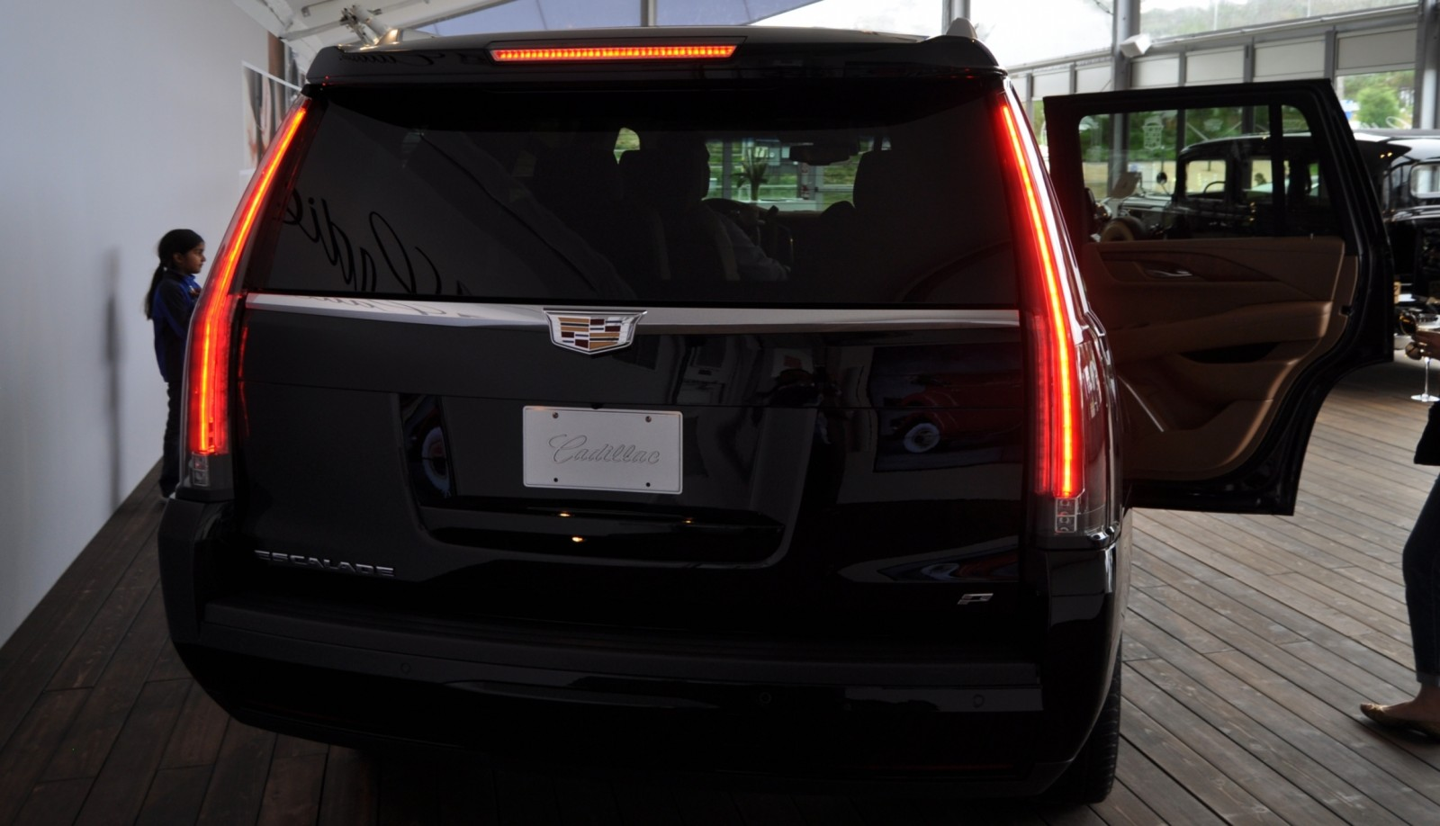2015 Cadillac Escalade Platinum and Standard Model Unveiled for Pebble Beach 27