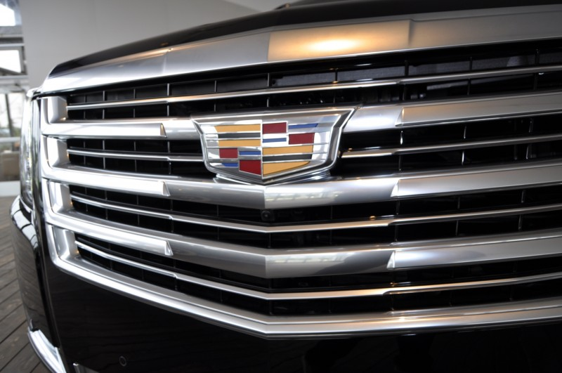 2015 Cadillac Escalade Platinum and Standard Model Unveiled for Pebble Beach 31