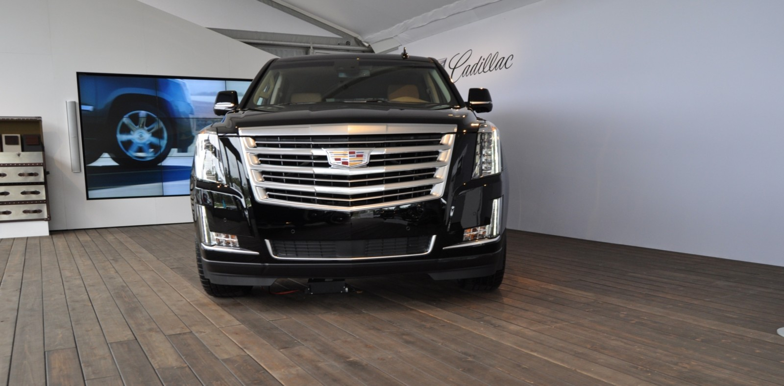 2015 Cadillac Escalade Platinum and Standard Model Unveiled for Pebble Beach 4