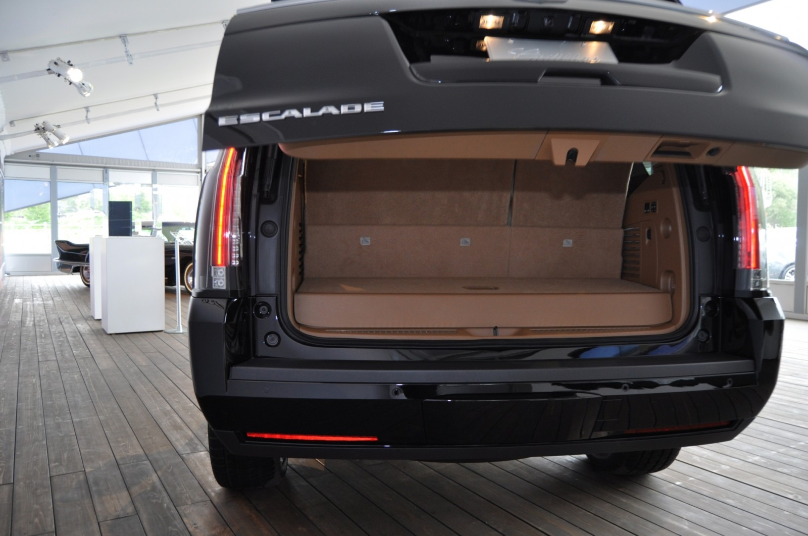 2015 Cadillac Escalade Platinum and Standard Model Unveiled for Pebble Beach 48