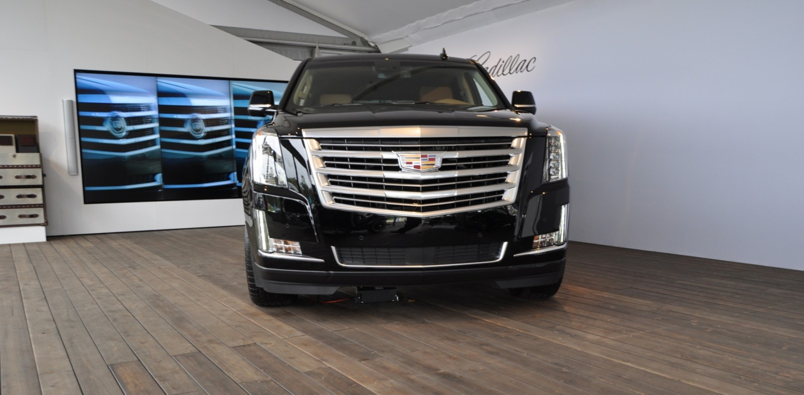 2015 Cadillac Escalade Platinum and Standard Model Unveiled for Pebble Beach 5