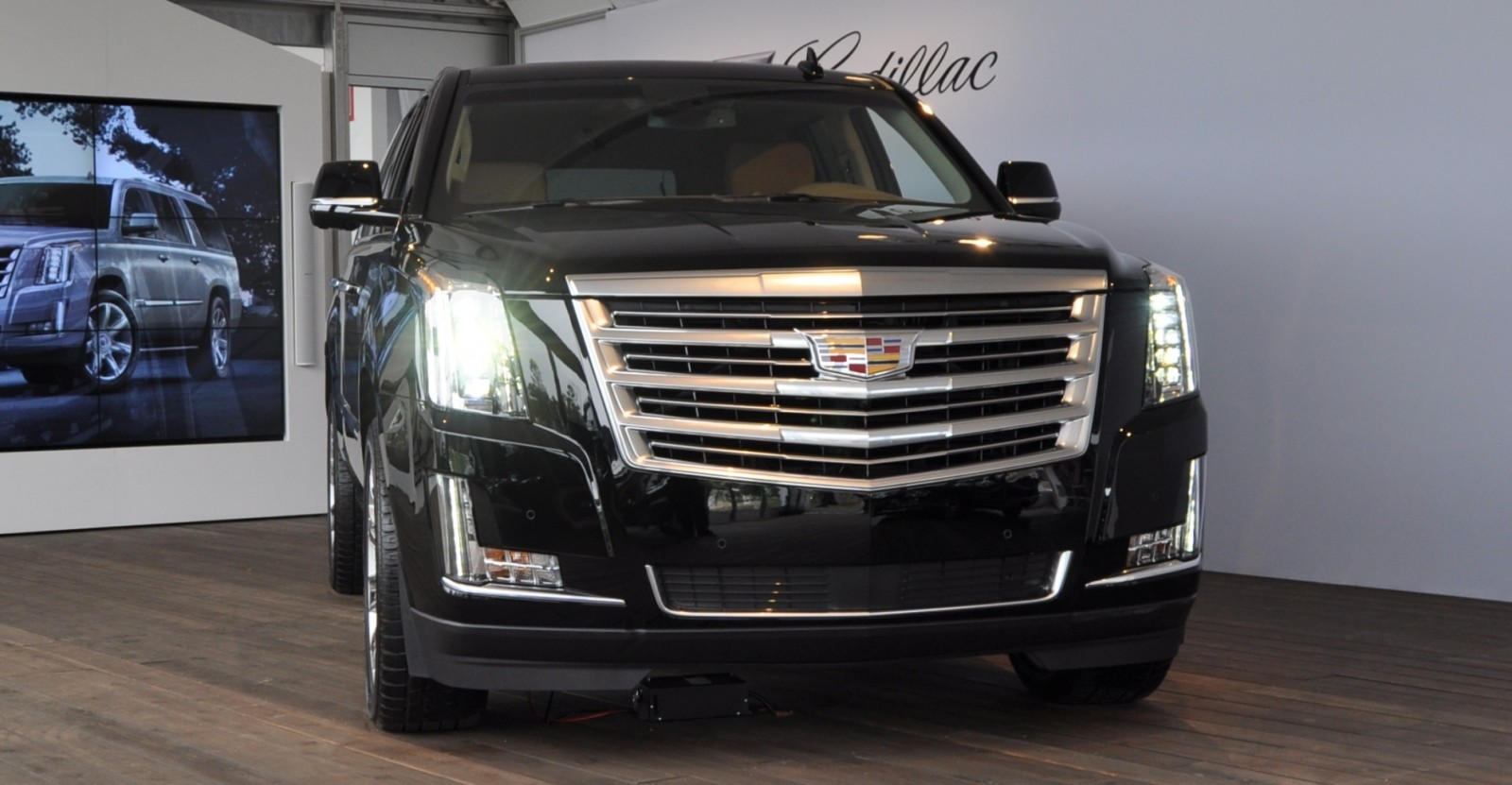 2015 Cadillac Escalade Platinum and Standard Model Unveiled for Pebble Beach 52