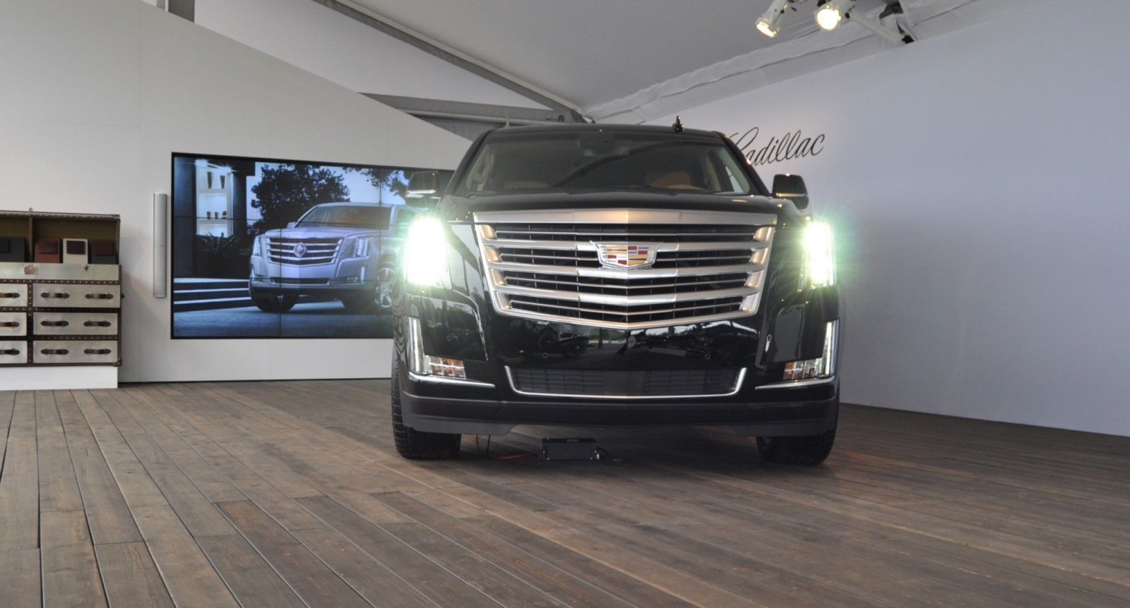 2015 Cadillac Escalade Platinum and Standard Model Unveiled for Pebble Beach 53