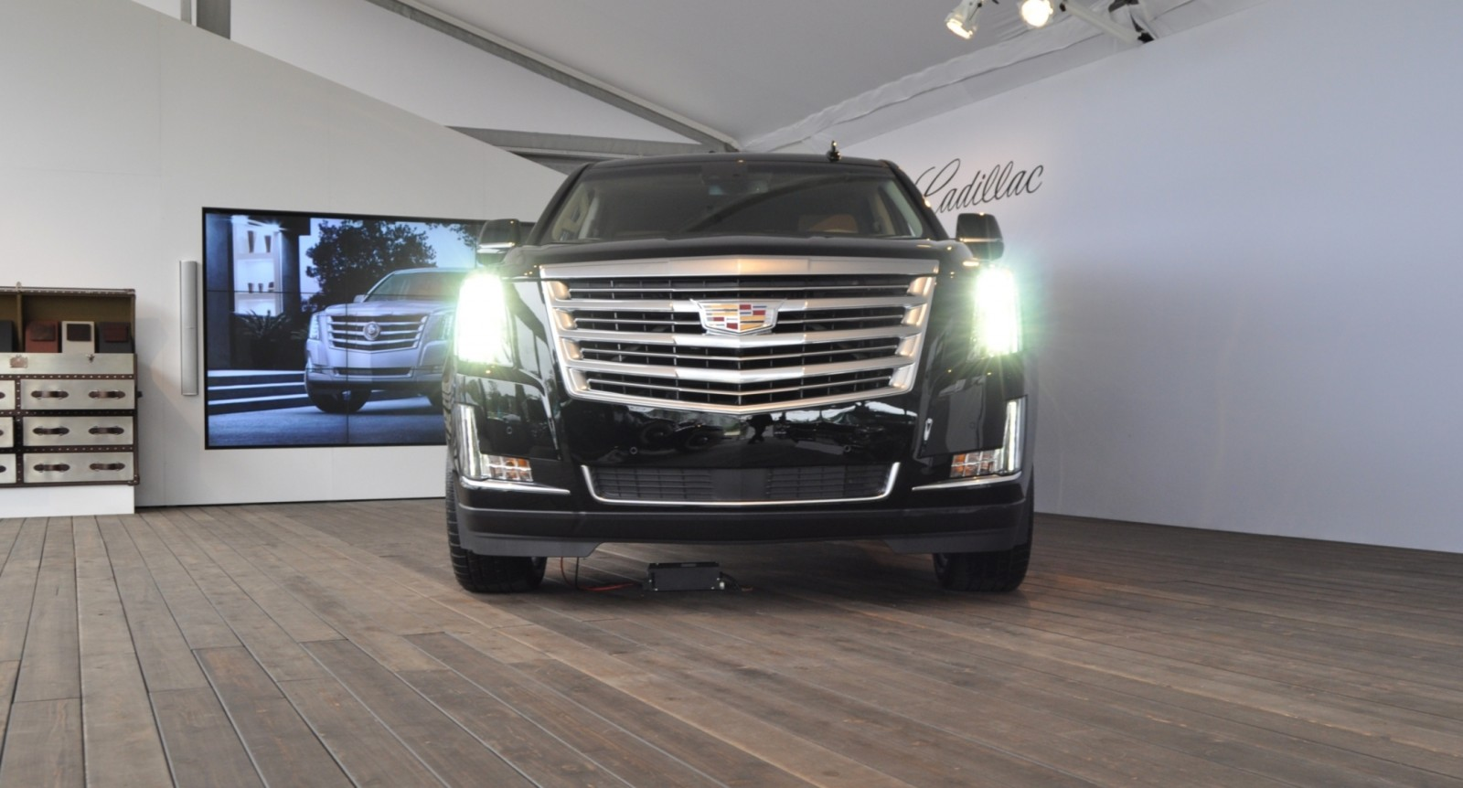 2015 Cadillac Escalade Platinum and Standard Model Unveiled for Pebble Beach 54