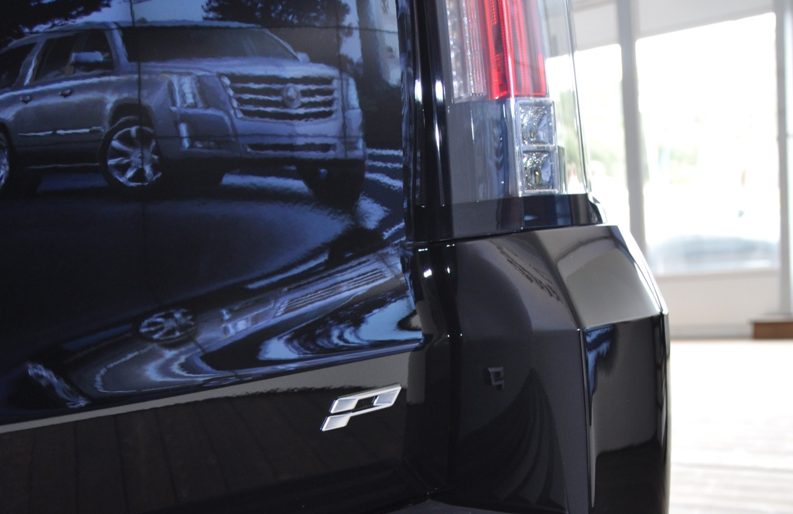 2015 Cadillac Escalade Platinum and Standard Model Unveiled for Pebble Beach 58