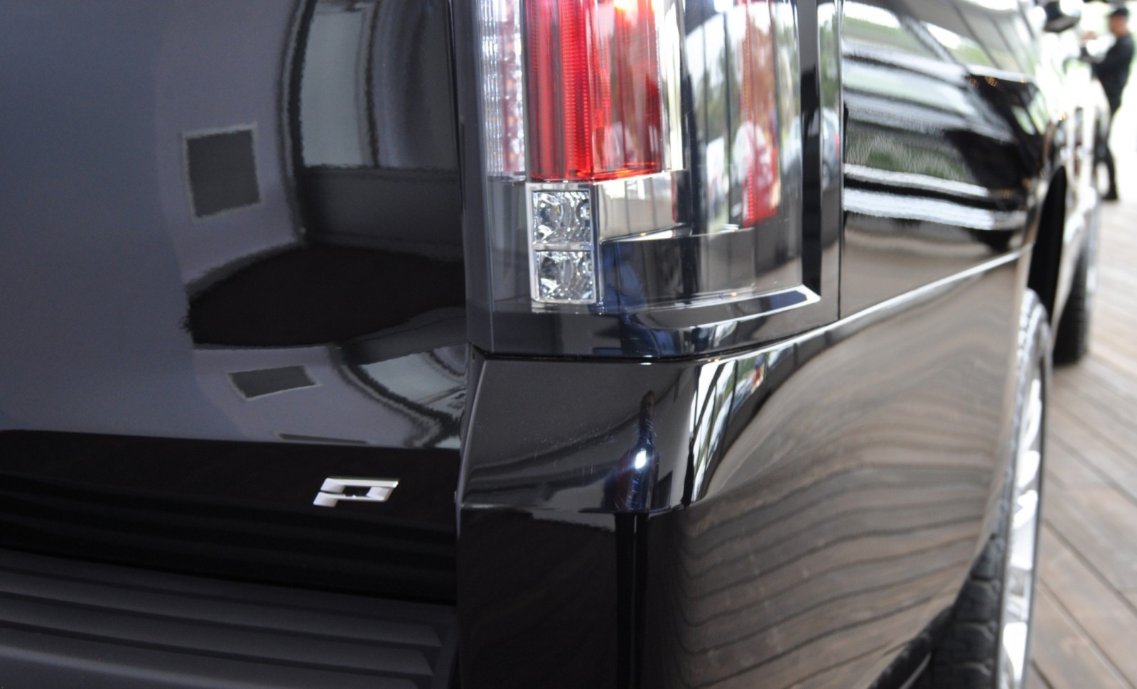2015 Cadillac Escalade Platinum and Standard Model Unveiled for Pebble Beach 59