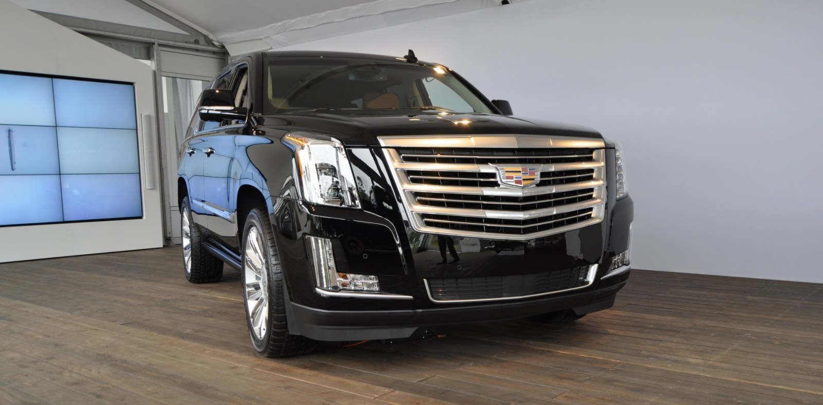 2015 Cadillac Escalade Platinum and Standard Model Unveiled for Pebble Beach 6