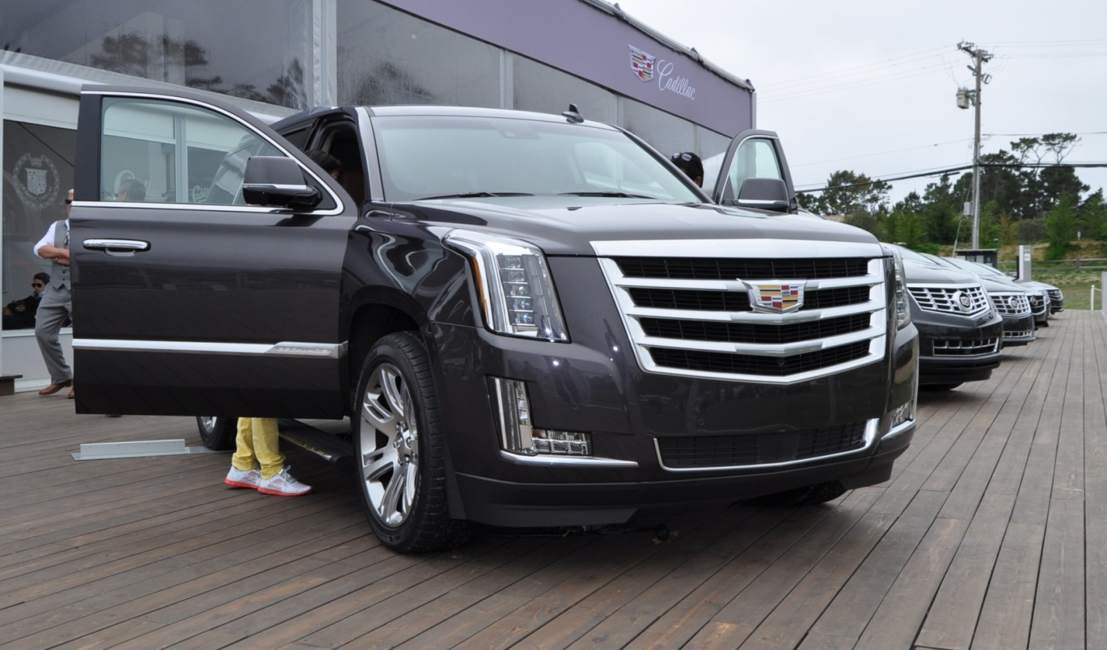2015 Cadillac Escalade Platinum and Standard Model Unveiled for Pebble Beach 60