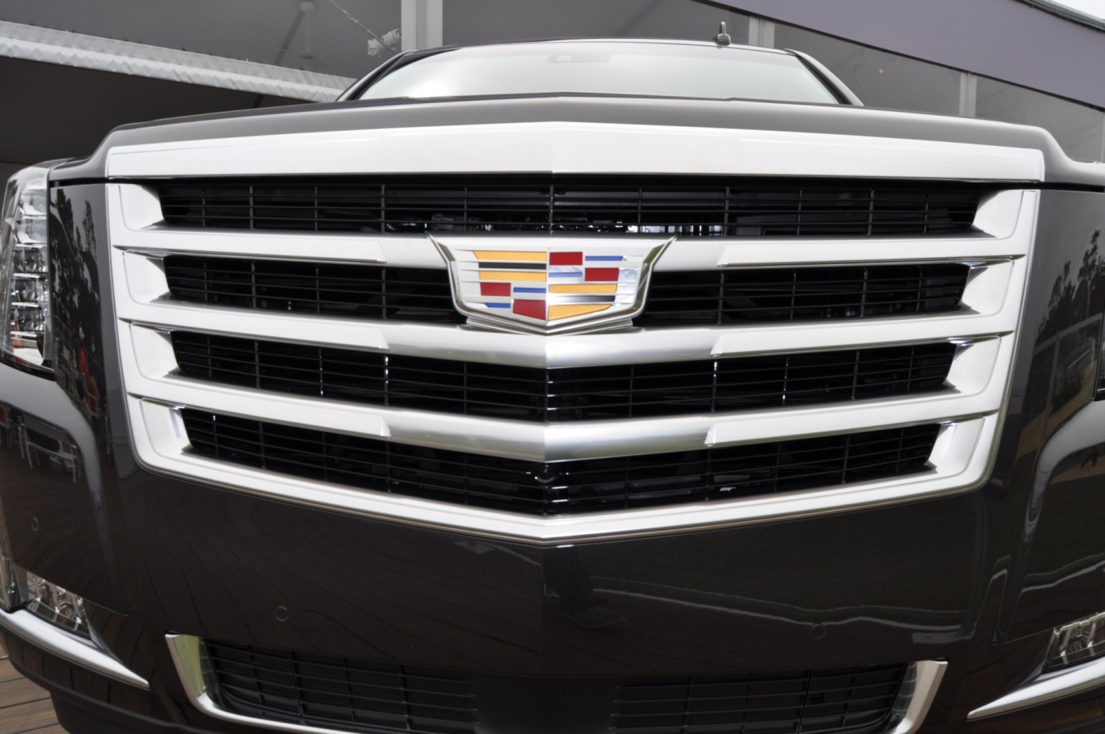 2015 Cadillac Escalade Platinum and Standard Model Unveiled for Pebble Beach 68