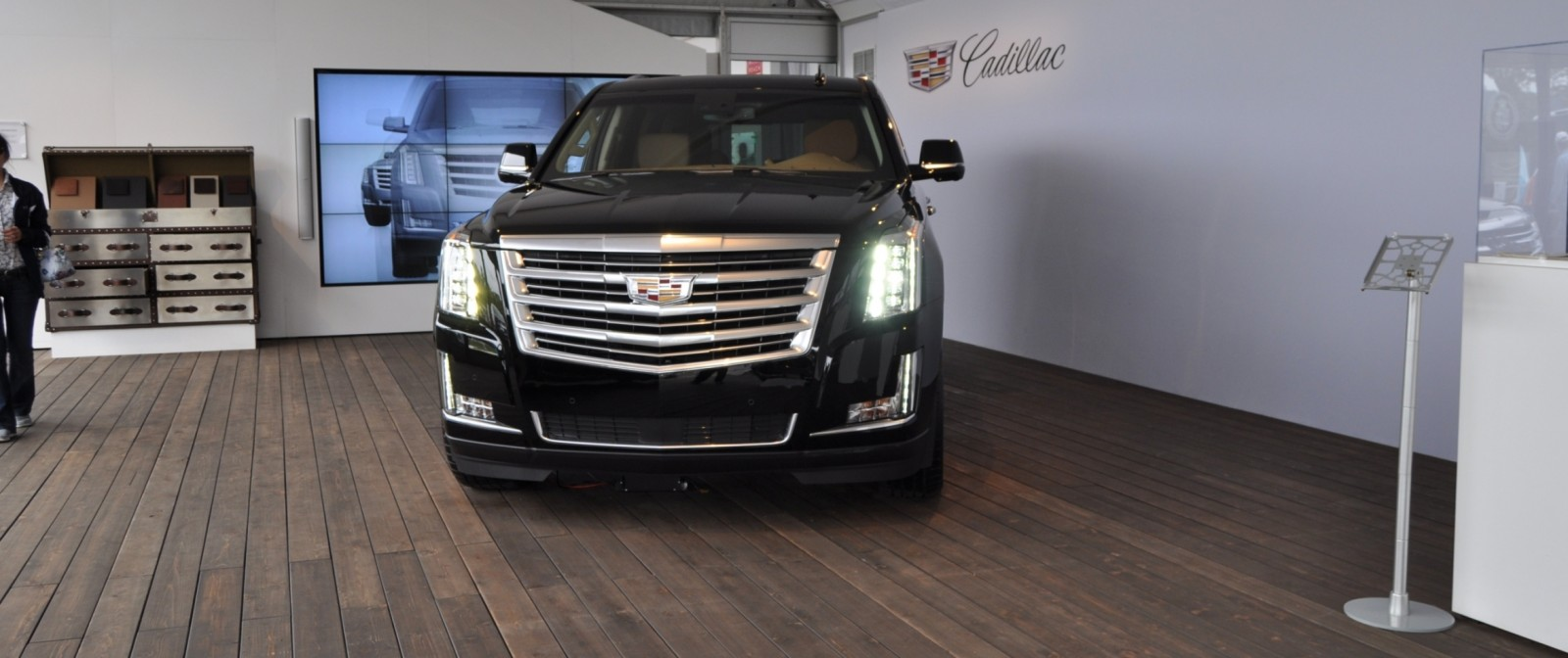 2015 Cadillac Escalade Platinum and Standard Model Unveiled for Pebble Beach 7