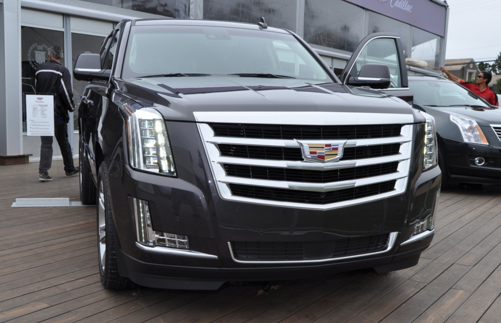2015 Cadillac Escalade Platinum and Standard Model Unveiled for Pebble Beach 72