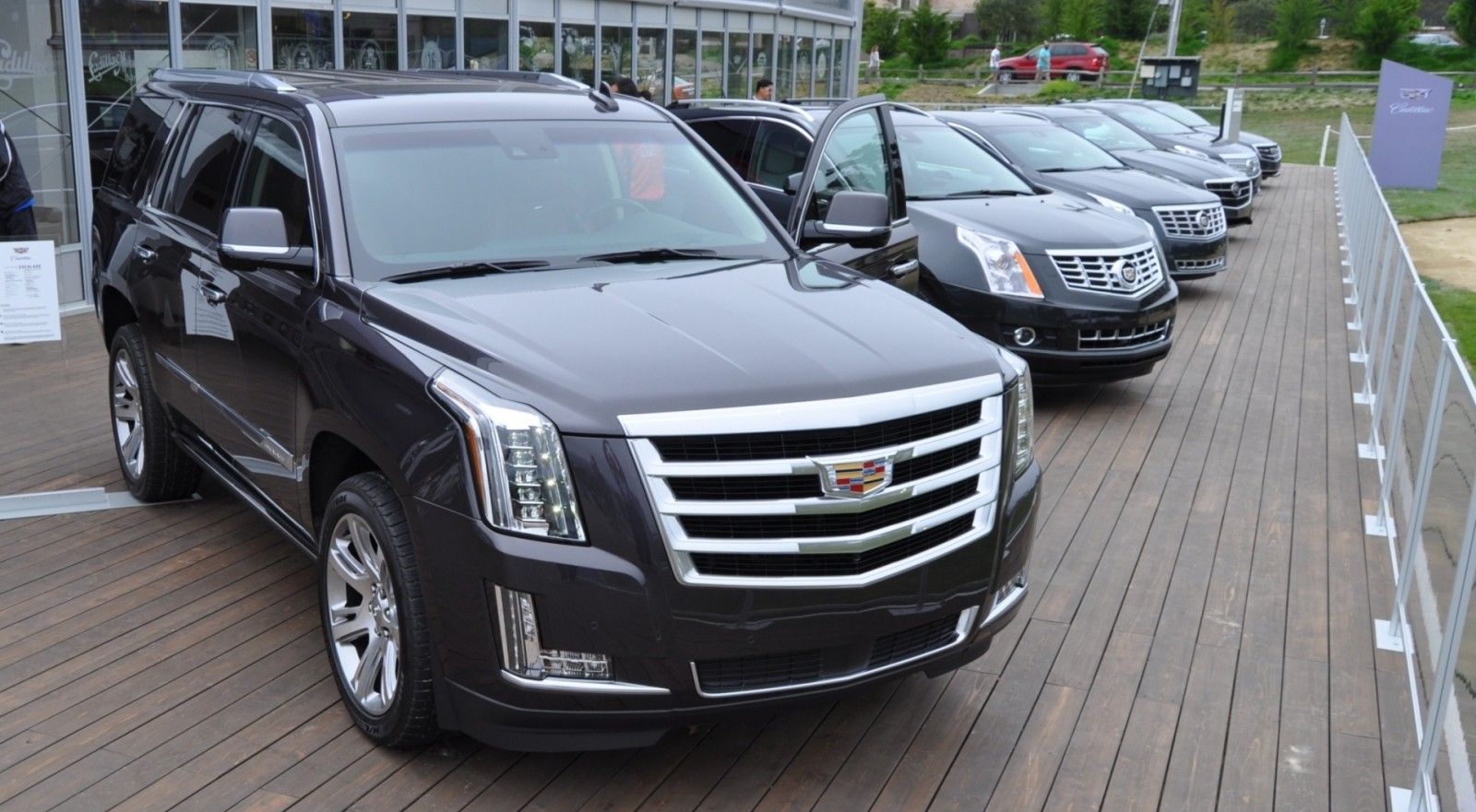 2015 Cadillac Escalade Platinum and Standard Model Unveiled for Pebble Beach 76