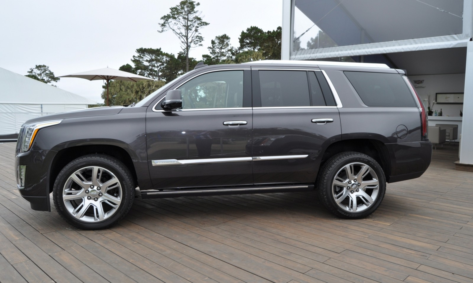 2015 Cadillac Escalade Platinum and Standard Model Unveiled for Pebble Beach 85
