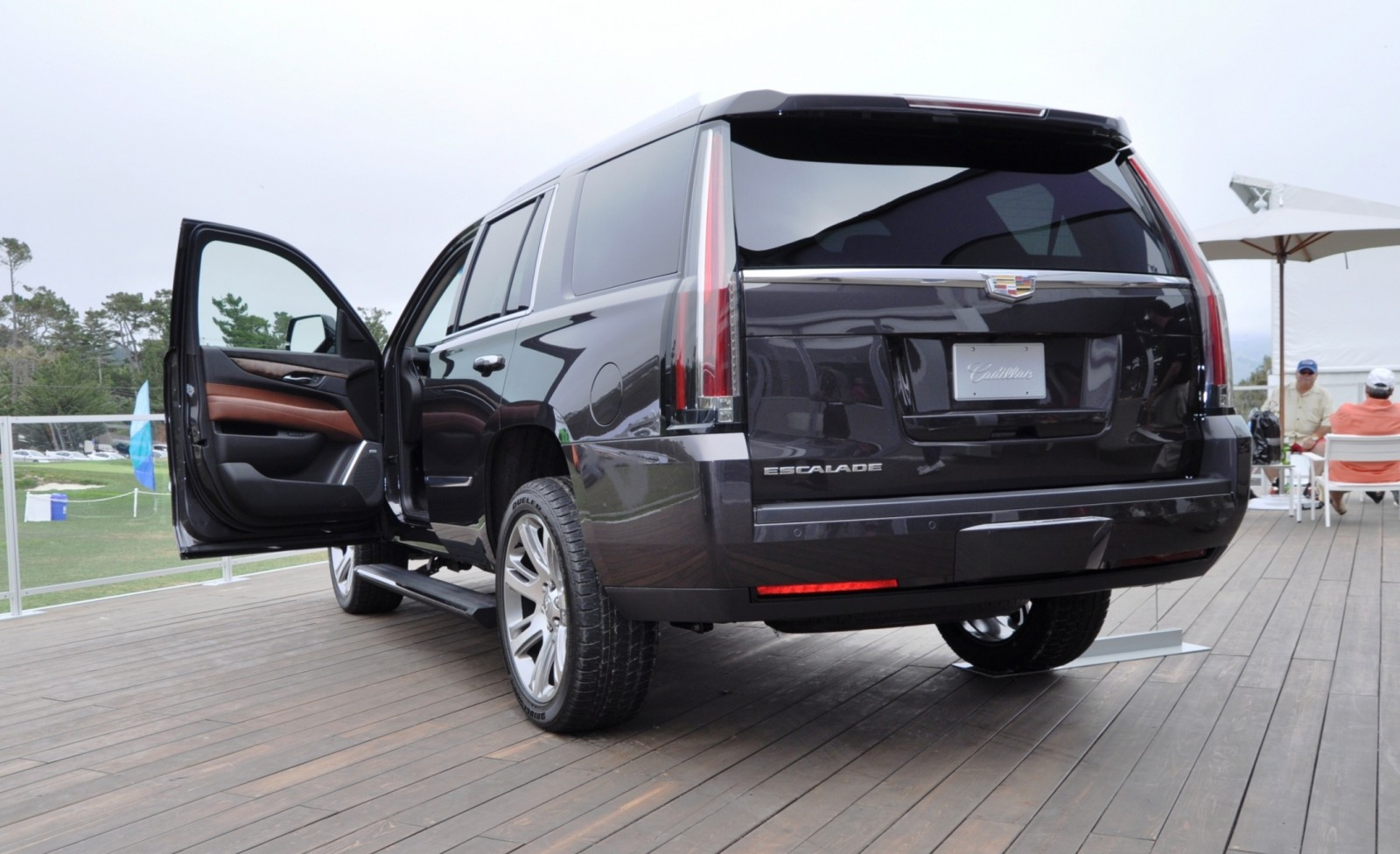 2015 Cadillac Escalade Platinum and Standard Model Unveiled for Pebble Beach 86