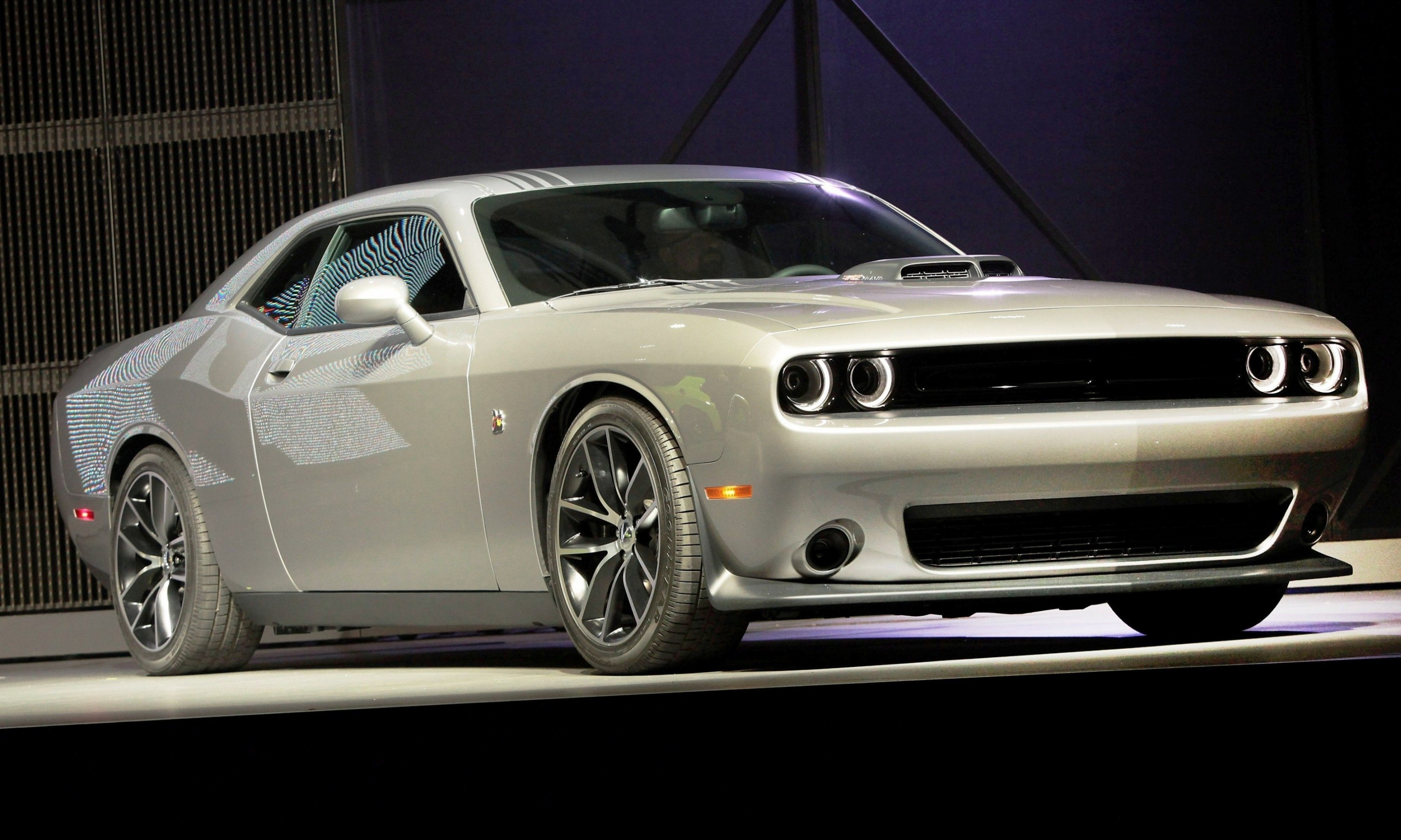 2015 dodge challenger is sporty at all levels 6. Black Bedroom Furniture Sets. Home Design Ideas
