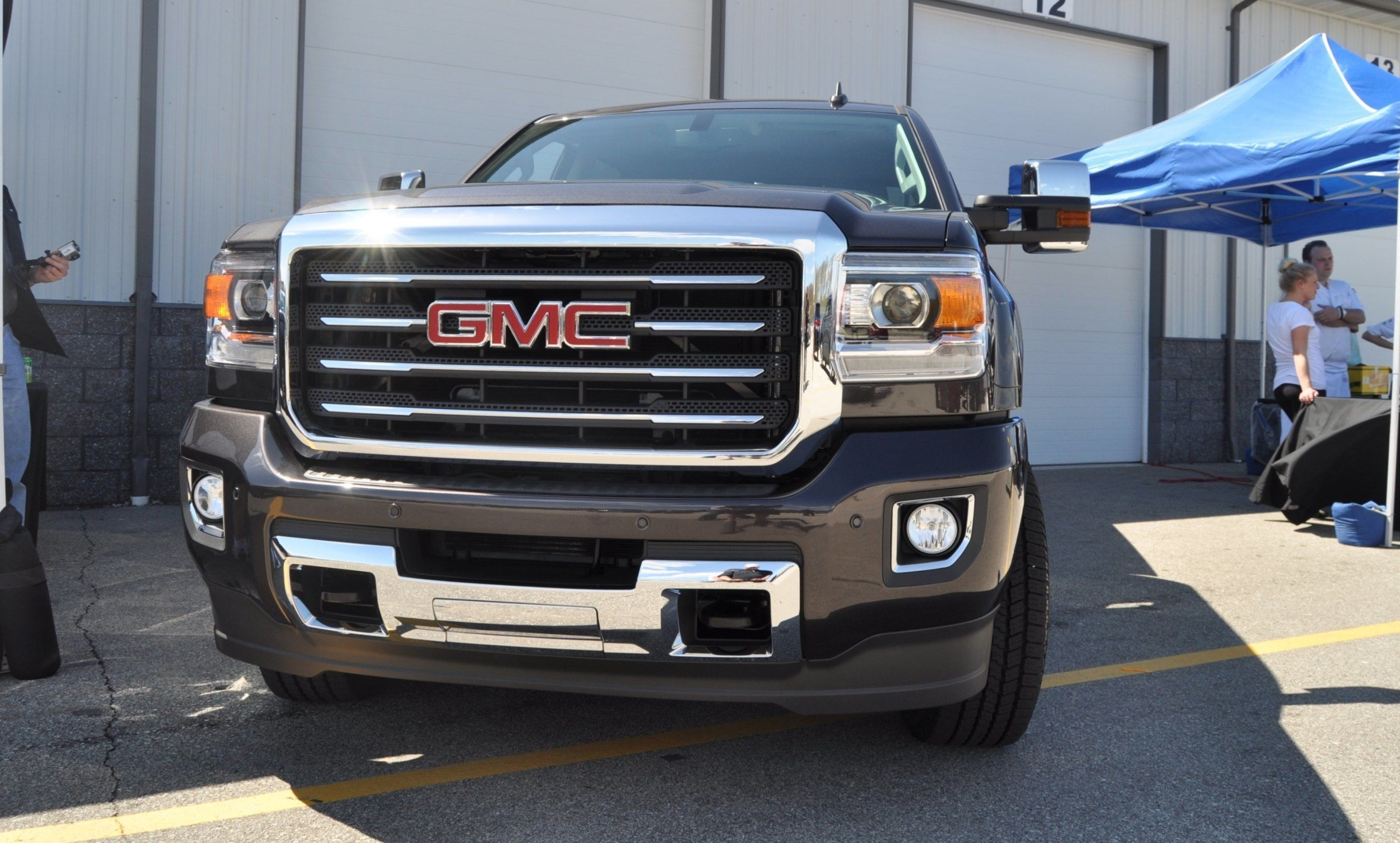 2015 gmc sierra all terrain hd real life launch photos of the king kong 2015 hd truck. Black Bedroom Furniture Sets. Home Design Ideas