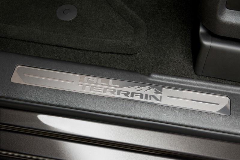 2015-GMC-SierraHD-AllTerrain-046