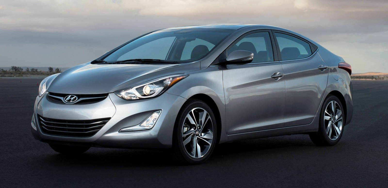 2015 Hyundai Elantra Sedan Brings Classy LED and Tech Updates  1