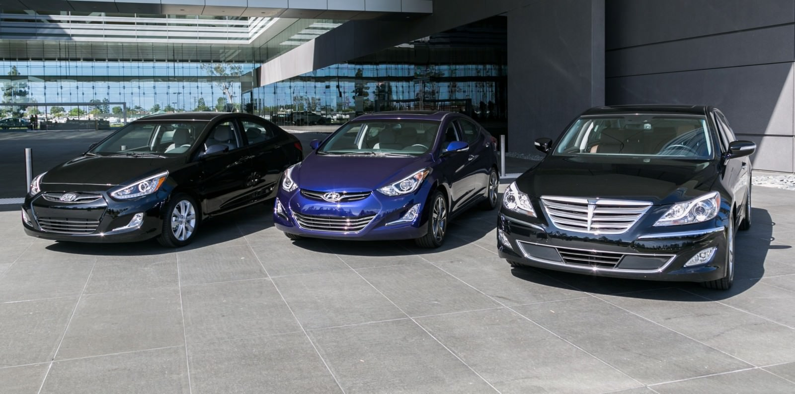 2015 Hyundai Elantra Sedan Brings Classy LED and Tech Updates  15