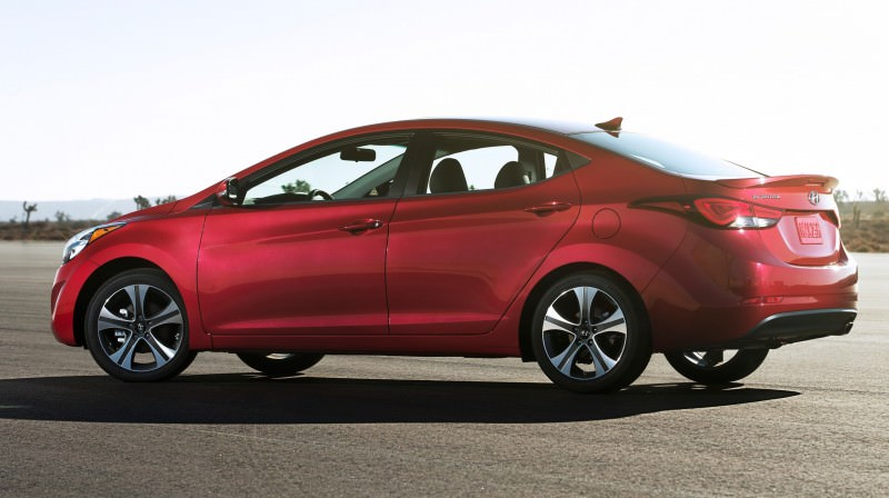 2015 Hyundai Elantra Sedan Brings Classy LED and Tech Updates 19