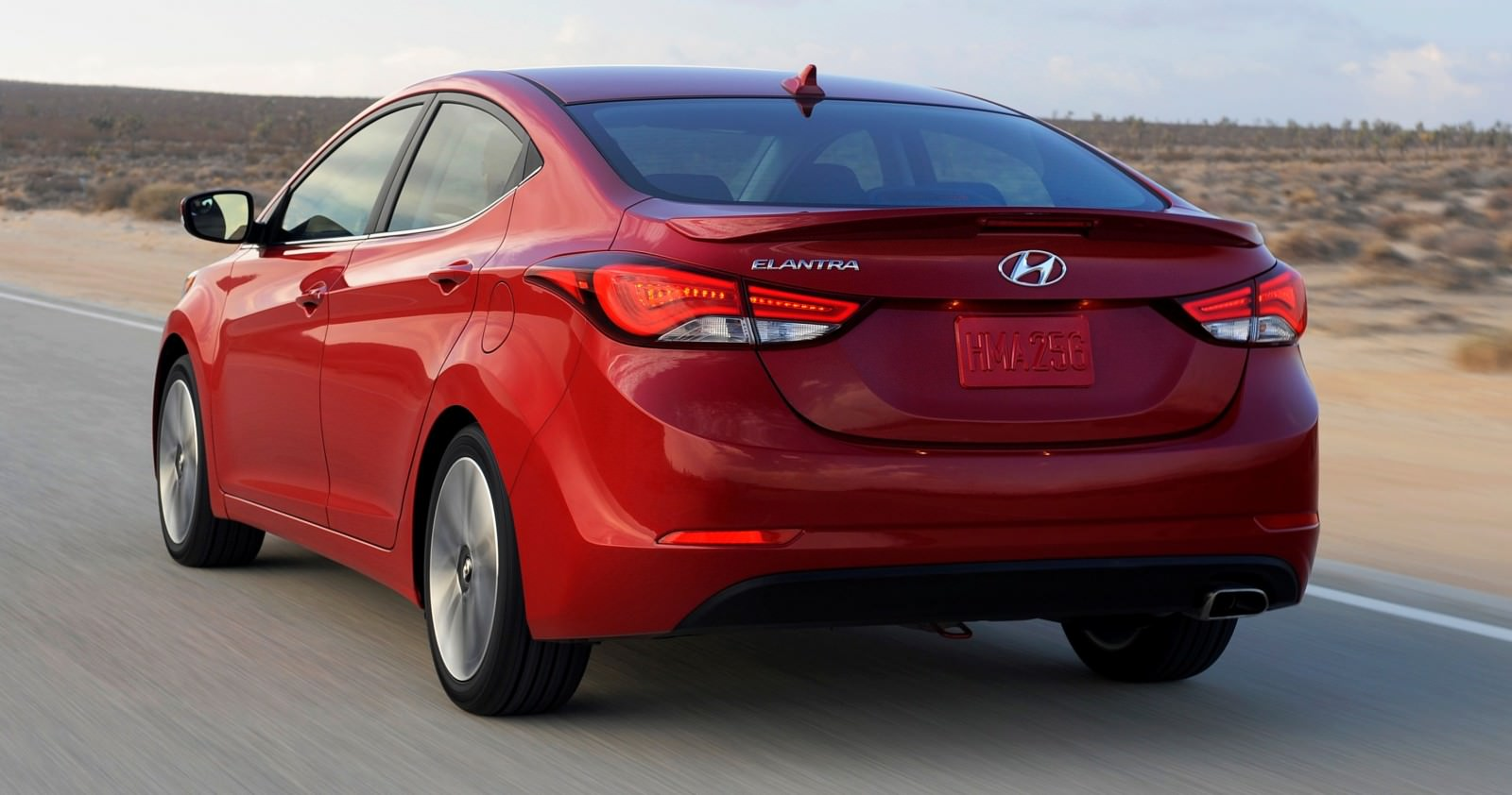 2015 Hyundai Elantra Sedan Brings Classy LED and Tech Updates  20