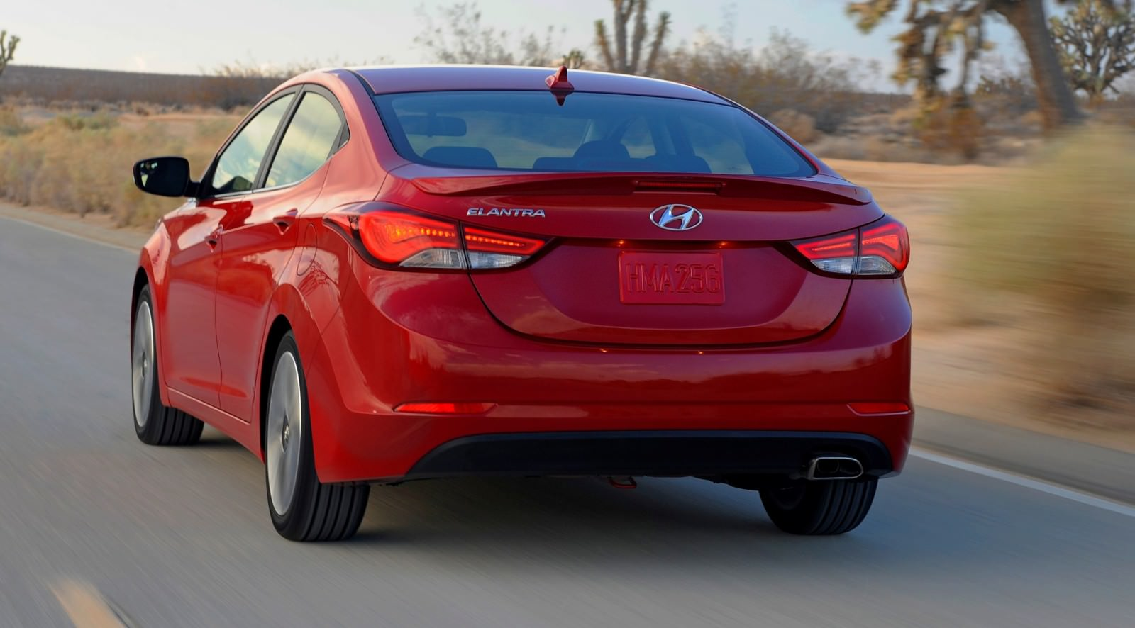 2015 Hyundai Elantra Sedan Brings Classy LED and Tech Updates  21