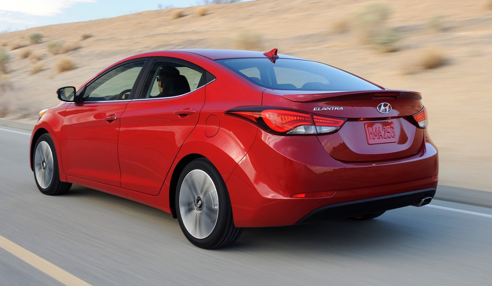 2015 Hyundai Elantra Sedan Brings Classy LED and Tech Updates  22