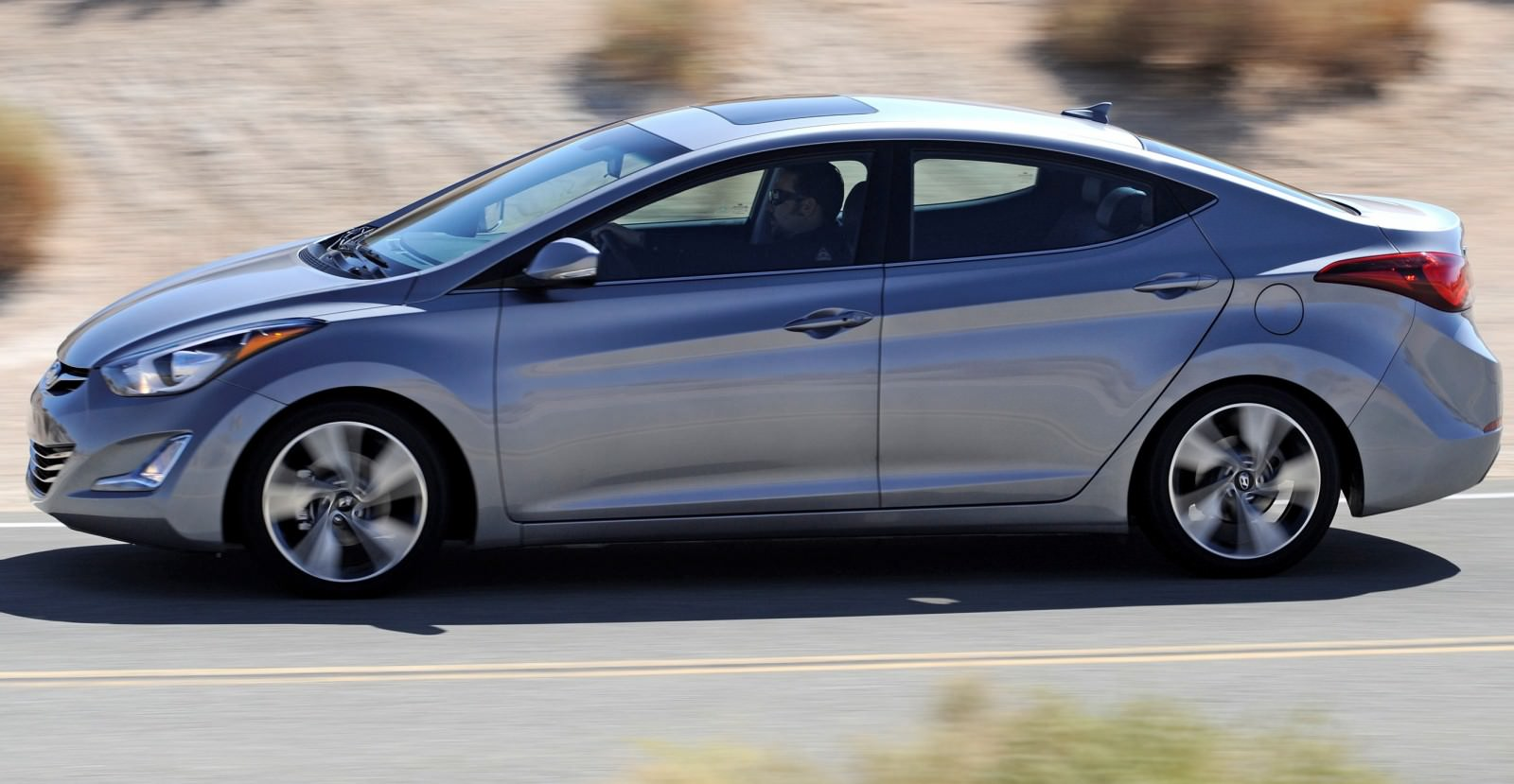 2015 Hyundai Elantra Sedan Brings Classy LED and Tech Updates  24