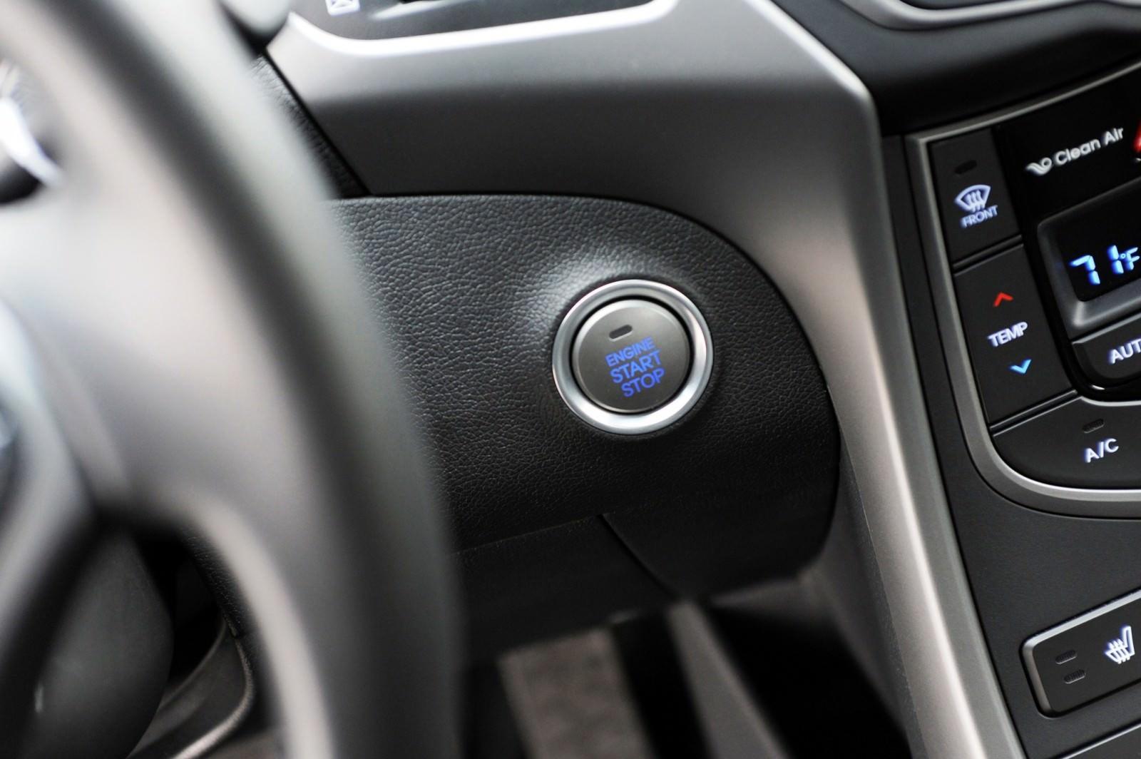2015 Hyundai Elantra Sedan Brings Classy LED and Tech Updates  30