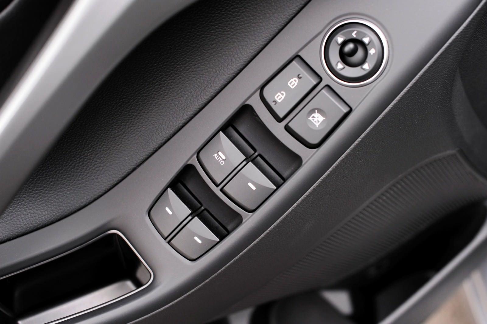 2015 Hyundai Elantra Sedan Brings Classy LED and Tech Updates  37