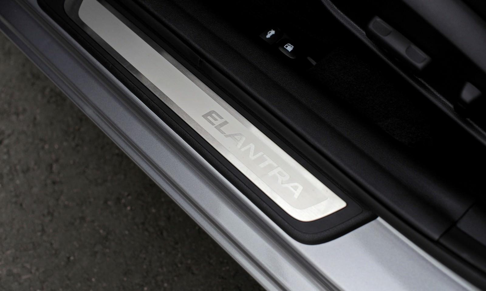 2015 Hyundai Elantra Sedan Brings Classy LED and Tech Updates  39