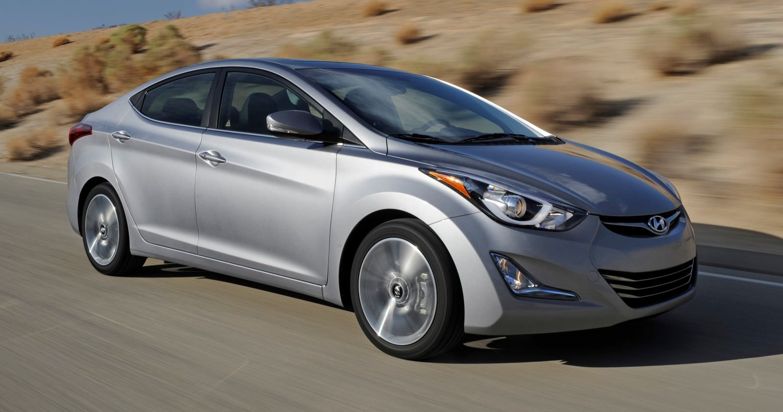 2015 Hyundai Elantra Sedan Brings Classy LED and Tech Updates  5